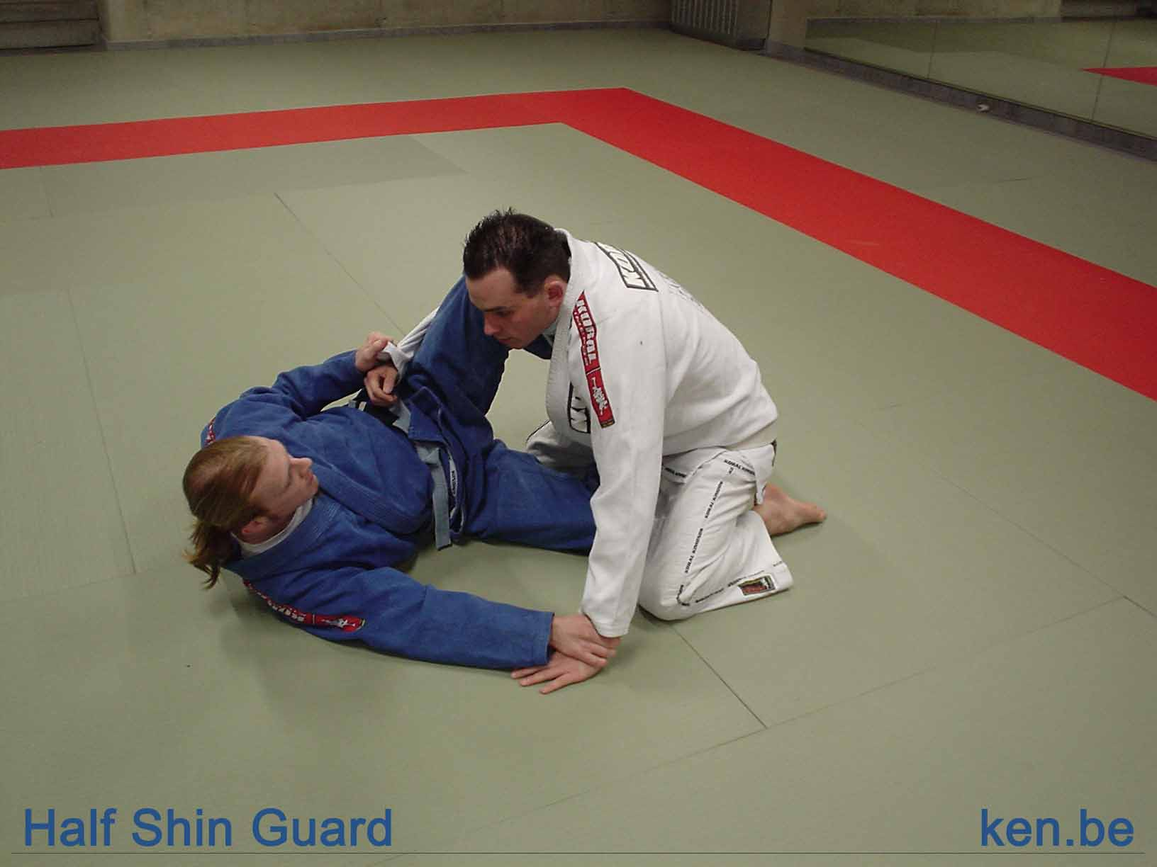 http://www.ken.be/gallery/Vechtsporten/Technieken/Ground%20Positions/half_shin_guard.jpg